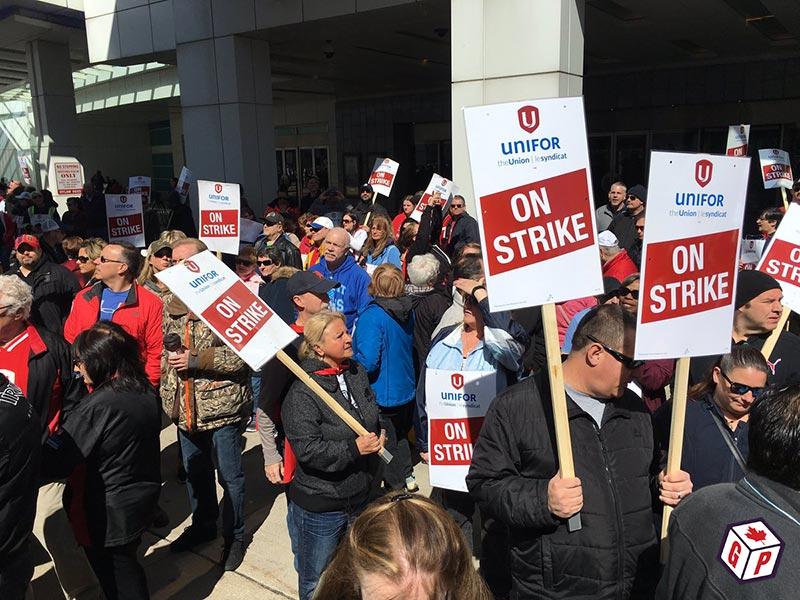 Unifor strikers