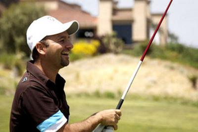 Daniel Negreanu playing golf
