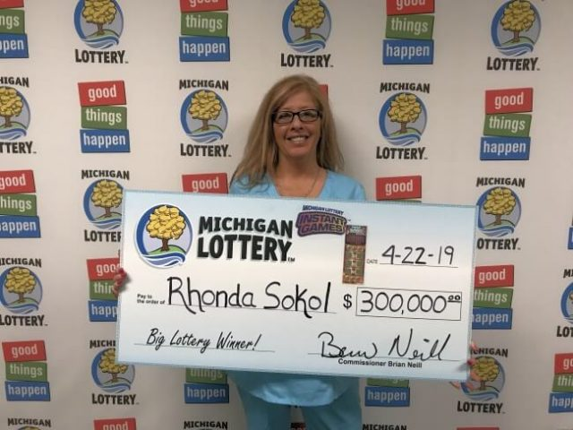 Macomb County Woman Wins Big Playing Super Bingo