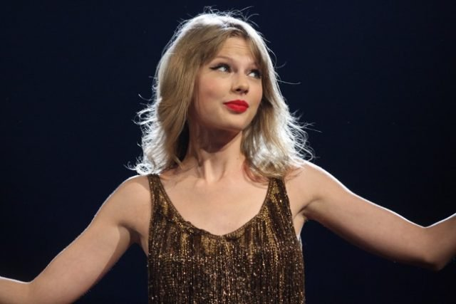 Taylor Swift Steps Up For Canadian Student