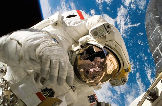 Les Canadiens Saluent Bob et Doug Qui Partent Vers l'Espace