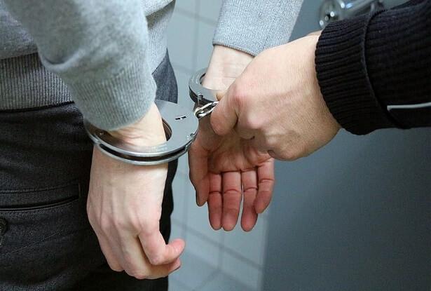 Homme arrêté à un centre de jeu illégal en relation avec le PM Canadien