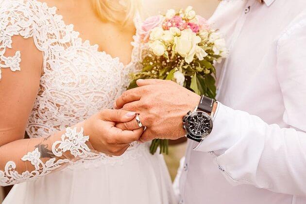 Wolfville Welcomes Vegas-Style Wedding Chapel