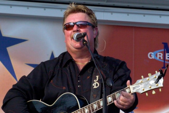 Joe Diffie Dies from Covid-19 Complications