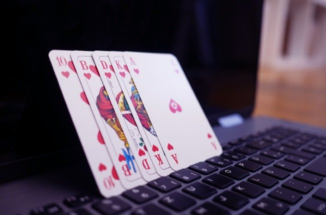 Negreanu Says Online Poker Best For Covid-19